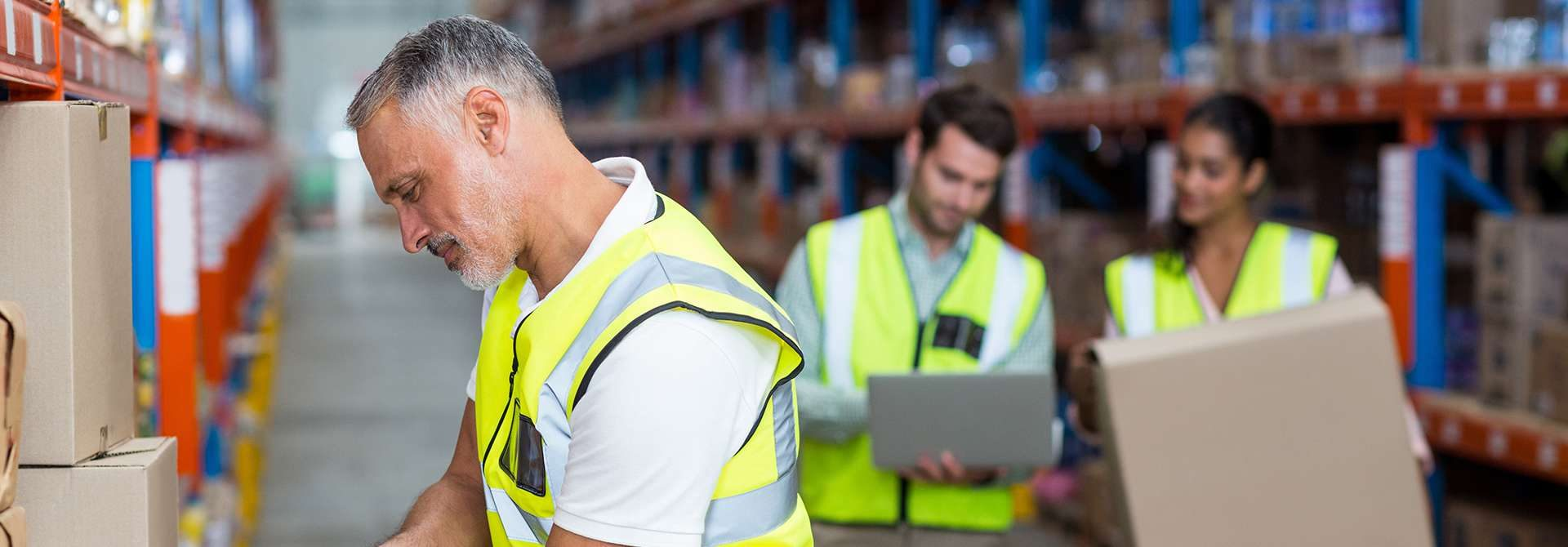 4 Reasons to Hire Temporary Warehouse Employees